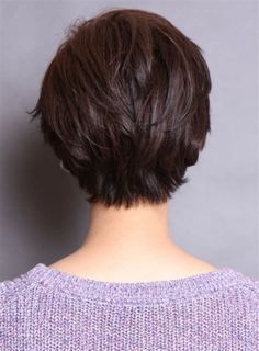 30 Superb Short Hairstyles For Women Over 40 - Stylendesigns - - Forty is a dreaded word for women as they getting older. These latest short hairstyles for women over 40 will make you feel 10 years younger if not more. Stylish Short Haircuts, Latest Short Hairstyles, Short Hairstyles For Thick Hair, Short Pixie Haircuts, Short Hair Cuts For Women, Curly Hair Styles, Hairstyle Short, Hairstyle Ideas, Modern Hairstyles