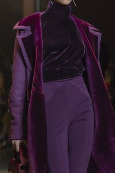 Cushnie Fall 2019 December 17 2019 at fashion-inspo Look Fashion, High Fashion, Winter Fashion, Fashion Show, Fashion Outfits, Fashion Tips, Purple Fashion, Fashion Stores, Fashion Details