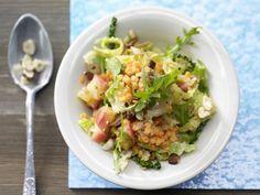 Wirsing-Apfel-Gemüse mit roten Linsen und Datteln: raffinierte vegetarische Mischung aus herzhaftem Kohl und angenehm süßem Obst.