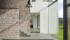 STONEPANEL® NILO | Panel de piedra caliza de tonalidades crema con surcos dorados y color tierra | #panel #piedra #natural #arquitectura #interior #exterior #design