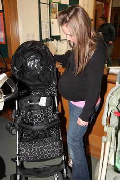 The Children's Drop & Shop is a twice-a-year weeklong children's clothing consignment sales event for gently-used, name-brand children's clothing and gear. Online Marketplace, North Face Backpack, Drop, Shopping, Clothes, Fashion, Outfits, Moda, Clothing