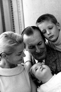 CZ Guest style - Luscious blog - with her husband Winston Guest son Alexander and daughter Cornelia 1965.jpg