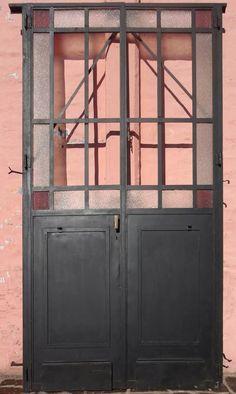puerta hierro antigua dos hojas mampara vidrios color. 4937 Future House, Ideas Para, Garage Doors, Outdoor Decor, Vintage, Design, Home Decor, Industrial House, Doors