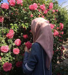 Hijab Niqab, Muslim Hijab, Mode Hijab, Hijab Outfit, Anime Muslim, Stylish Girls Photos, Stylish Girl Pic, Hijabi Girl, Girl Hijab