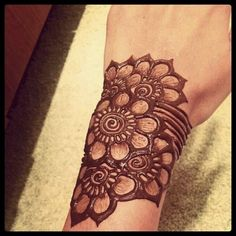 Henna tatto art