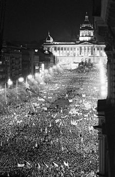 November 1989 in Prague when 300000 demonstrators protested the communist regime. Prague Spring, Prague Czech Republic, Old Town Square, Old Photography, Berlin Wall, Central Europe, Street Photo, Old Photos, Places To Travel