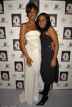 Whitney Houston pictured with daughter, Bobbi Kristina Brown in 2007 Bobby Brown, Whitney Houston Pictures, Bobbi Kristina Brown, I Look To You, Vintage Black Glamour, Kevin Costner, Beverly Hilton, Famous Women, Famous People