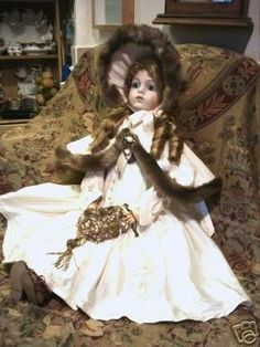 http://www.antiquedolls-collectors-onlineadvisors.com/images/doll_clothes.jpg