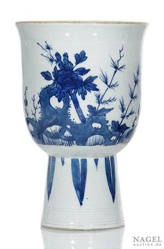 An unusual blue and white decorated porcelain stemcup, China, century - Alain. Blue And White China, Blue China, Types Of Blue, Vase Shapes, Country Blue, Chinese Ceramics, Chinese Antiques, Fine Porcelain, 17th Century