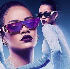 Mais uma novidade #Dior!! A cantora #Rihanna criou uma coleção de óculos futuristas em parceria com a grife do momento  #rihannadior