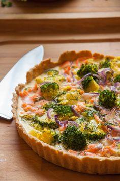 Tarte mit Broccoli, roten Zwiebeln und Lachs | Backeifer.de