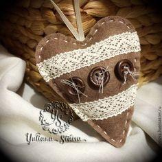 """Купить Елочное украшение """"сердце с кружевом"""" - коричневый, игрушка ручной работы, игрушка из фетра, кружево"""