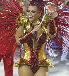 Viviane Araújo,atriz da Rede Globo,rainha de bateria da Mancha Verde e Salgueiro.