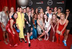 Here Are All The Best-Dressed Celebs On The ESPYs Red Carpet -Members of the U.S. Women's National Soccer Team pose after winning the Best Team Award at the ESPY Awards. Usa Soccer Team, Nike Soccer, Team Usa, Soccer Logo, Soccer Sports, Soccer Cleats, Soccer Players, Basketball, Jean Louisa Kelly