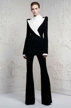 Wedding Suits for Women Hochzeitsanzüge für Frauen – Outfit Ideas HQ White Fashion, Look Fashion, Fashion Show, Fashion Outfits, Fashion Design, Runway Fashion, Feminine Fashion, Fashion Goth, Fashion Details