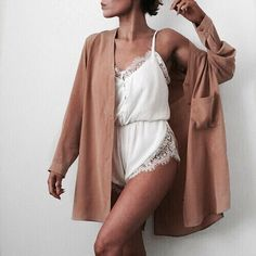 Photo So girly and chic white romper with camel cape from Girly, Chic, Sensual: Amazing Outfit Ideas To Try Right Now Style Outfits, Cool Outfits, Summer Outfits, Casual Outfits, Fashion Outfits, Womens Fashion, Style Clothes, 90s Fashion, Style Fashion
