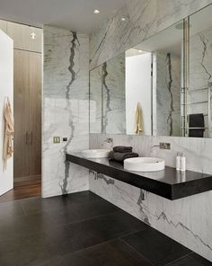 Beauty Simple Modern Bathroom Decorating Ideas to Inspire You bathroomtoilet… – Marble Bathroom Dreams Modern Bathroom Decor, Bathroom Interior Design, Small Bathroom, Master Bathroom, Bad Inspiration, Bathroom Inspiration, Bathroom Renos, Bathroom Renovations, Bathroom Plans