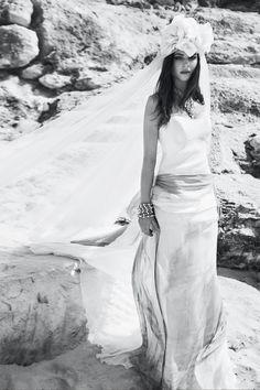 Producción de Vogue Novias con la modelo Alba Galocha. © Mónica Suárez de Tangil. Realización: Marieta Torres.