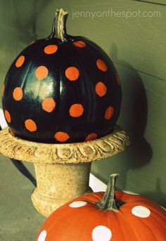 pumpkins with polka dots and in an urn to elevate.