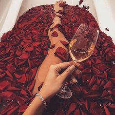 Shared by Pretty Little Thing. Find images and videos about flowers, red and luxury on We Heart It - the app to get lost in what you love. Desayuno Romantico Ideas, Perfect Outfit, Snapchat, Boujee Lifestyle, Photo Book, Boujee Aesthetic, Aesthetic Photo, Luxe Life, Rich Girl