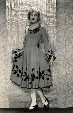 Women's Fashion. Dress with wide skirt from the Spring 1929 collection. The garment is flush with the bottom of the skirt and sleeves leaf and flower decoration, which can also be found in the neck. No place, 1929.