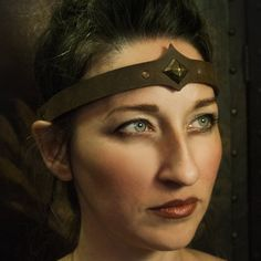 These leather circlets feature a bead-cinch sizer, accomodating a large range of head sizes. They can even be used as a choker or hair band. Viking Halloween Costume, Vikings Halloween, Head Accessories, Fashion Accessories, Medusa, Viking Head, Renaissance Jewelry, Diy Crown, Leather Headbands
