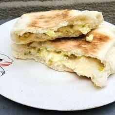 Turtite cu branza si ceapa verde Apple Pie, Pancakes, Sandwiches, Breakfast, Desserts, Food, Green, Apple Cobbler, Morning Coffee