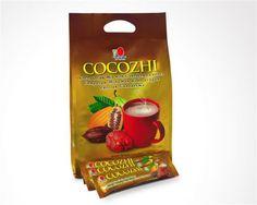 DXN Cocozhi está formulado a partir del mejor cacao con extracto de Ganoderma. Se encuentra una presentación lista para beber en polvo, que le brinda ese delicioso sabor a chocolate. Solo vierta el contenido en una taza de agua caliente y revuelva para disfrutar una bebida vigorizante apta para toda la familia.