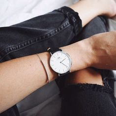 Take a look at this magnificent women's watches olivia burton - what an inventive theme Minimal Wardrobe, Wardrobe Basics, Daniel Wellington Classic Sheffield, Coconut Oil Tanning, Dw Watch, Watch Necklace, Silver Accessories, Minimalist Jewelry, Jewelry Trends