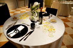 proposta di mise en place per matrimoni durante una serata di San Valentino - Bianco e nero