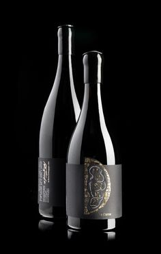 Divenire Pinot Noir Packaging design: hotfoil and screenprinting on self-adhesive paper Arconvert Tintoretto Black Pepper. Sauvignon Blanc, Cabernet Sauvignon, Wine Bottle Design, Wine Label Design, Wine Bottle Labels, Chenin Blanc, Pinot Noir, Wine Packaging, Printing Labels
