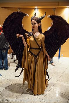 Maleficent cosplay // heck yes! I want to do this cosplay soooooo bad! Anime Cosplay, Epic Cosplay, Amazing Cosplay, Cosplay Outfits, Cosplay Horns, Cosplay Pokemon, Halloween Karneval, Cool Halloween Costumes, Halloween Cosplay
