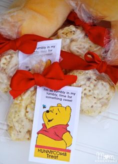 Winnie the Pooh Party Treats + printable label: http://www.momendeavors.com/wp-content/uploads/2013/08/Hunnycomb-Printable.pdf