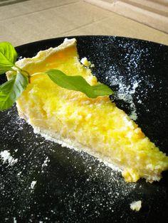 """Quando vi o título desta tarte num blog italiano, decidi guardá-la imediatamente. A blogueira que a testou, apelidou-a de """"La Stupendissima"""" e eu confirmo. É fresca, fácil, doce e rápida. Além disso, fica bastante húmida e isso permite que possamos apre..."""