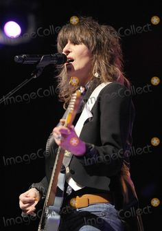 Chrissie Hynde - The Pretenders Rock Roll, Rock N Roll Music, Female Guitarist, Female Singers, Music Icon, My Music, Chrissie Hynde, Bass, The Pretenders