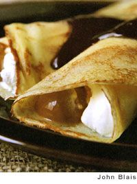 These dulce de leche crepes are made with homemade dulce de leche, chocolate-coffee sauce, ice cream, and whipped cream. Crepes And Waffles, Savory Crepes, Sweet Desserts, Dessert Recipes, Crepe Recipes, Yummy Recipes, Crepe Suzette Recipe, Argentine Recipes, Banana Pudding Recipes