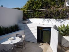 Garden storage nice neat clean looking and keeps the wheelie bins well hidden. #storage