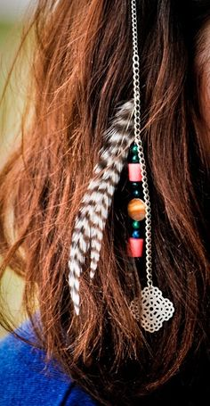 A woman's hair is the perfect medium for female expression because of the many accessories that we can put in our hair.
