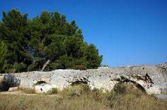Aqueduc romain de Barbegal. Fontvieille. Provence-Alpes-Cote d'Azur