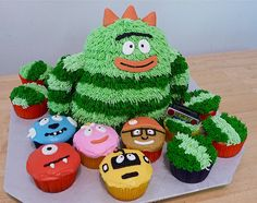 Aw, how sweet! Brobee Cake and Yo Gabba Gabba friends cupcakes! 1st Birthday Parties, 2nd Birthday, Birthday Ideas, Fun Foods To Make, Character Cupcakes, Yo Gabba Gabba, Incredible Edibles, Cute Cupcakes, Party Time
