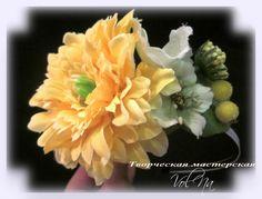 Ободок на голову. цветы текстильные,мелкий декор. Работы Волицкой Натальи