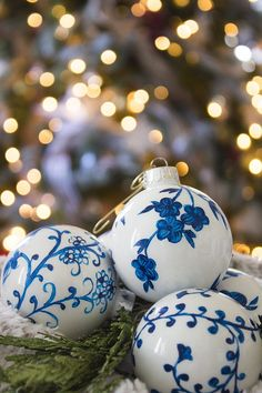 How to hand-paint your own blue and white chinoiserie ornaments for adornment on garlands, trees, as a table centerpiece, or even as a hand-made gift.