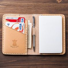 Shop: @kronleathergoods In a digital era, take notes in style with this Pocket Notes wallet! This little wallet is handmade and hand-stitched with full grain Italian tanned leather and premium French linen thread. Comes with a Moleskine notebook and Zebra mini pen. Available in black or natural color