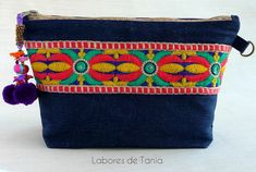Neceseres con un toque bohemio Pouch, Wallet, Zipper Bags, Girl Photos, Friendship Bracelets, Sewing Projects, Coin Purse, Purses, Knitting