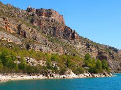 #minubetrip Las ruinas del castillo de Chirel en el paseo fluvial de casi una hora que se hace por el río Júcar desde Cofrentes P9053704 by Vagamundos.net/Carlos Olmo, via Flickr