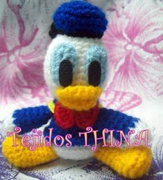 pato donald amigurumi Crochet Amigurumi Free Patterns, Crochet Toys, Crochet Stitches, Crochet Baby, Disney Best Friends, Daisy Duck, Doll Accessories, Donald Duck, Crochet Necklace