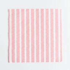 des serviettes roses pour une fête d'anniversaire de fille