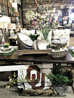 Urban Farmhouse Designs University of Oklahoma gear. Beautiful Space, Beautiful Homes, Interior Design Living Room, Interior Decorating, Urban Farmhouse Designs, Urban Farming, Vintage Market, Farmhouse Chic, Cottage Style