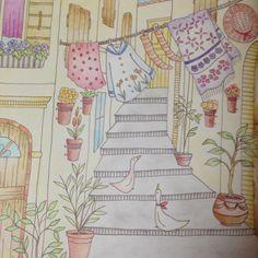 """""""『路地裏の冒険』 久しぶりのロマンティックカントリー❤︎やっぱりこの本かわいいなぁ(≧∇≦)建物と地面はパステルにしてみました! #ロマンティックカントリー #おとなの塗り絵 #ステッドラー #coloriage #コロリアージュ #ホルベイン色鉛筆 #ポリクロモス #パステル"""""""