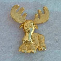 JJ Goldtone Moose with Personality Pin Brooch Animal Jewerly